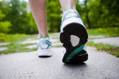 What Is the Difference Between Walking & Running Strides?