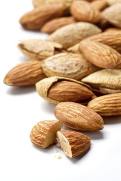 nuts like almonds are a good snack for those with hypoglycemia