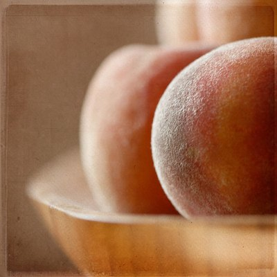 raw peaches