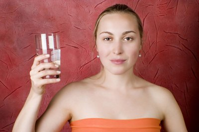 Drinking water helps to decrease urges for nicotine.