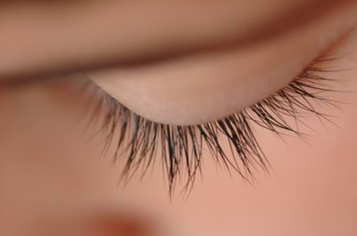 Natural Ways to Make Eyelashes Grow