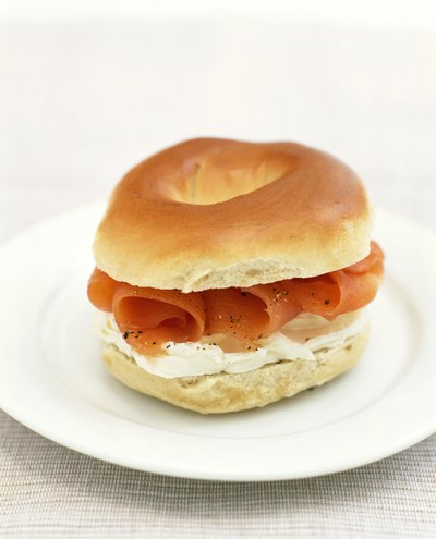 Calories in a Bagel With Cream Cheese & Lox
