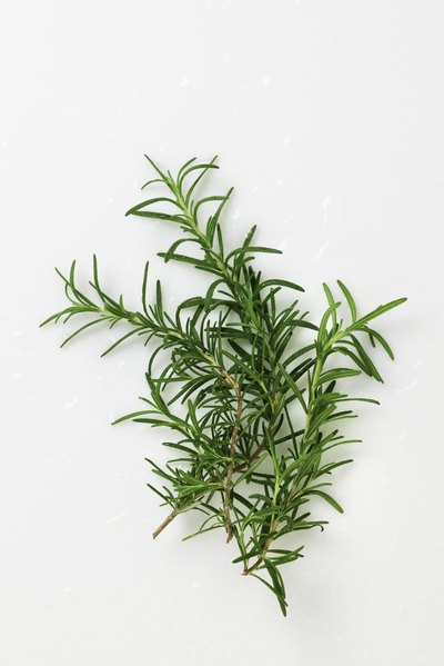 How to Cook Loin of Lamb With the Bone In