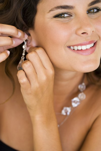 What Kinds of Earrings Make Your Ears Sag?