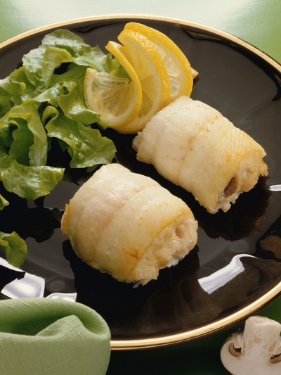 How to Cook Stuffed Sole With Scallops & Crabmeat
