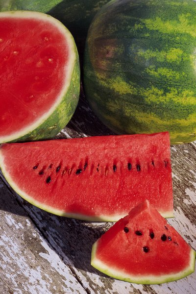 Can i lose weight eating or drinking watermelon for What parts of a watermelon can you eat
