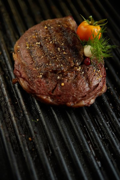 How to Cook a Steak With an Infrared Broiler
