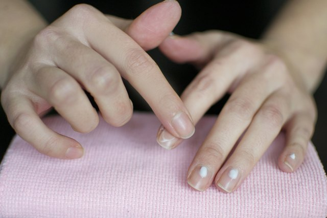 How to Fix Dry Ridges in Nails | LIVESTRONG.COM