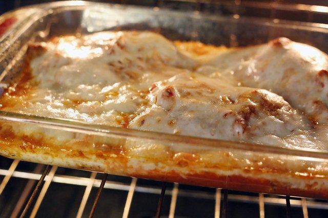 How To Reheat A Pan Of Chicken Parmesan Livestrong Com