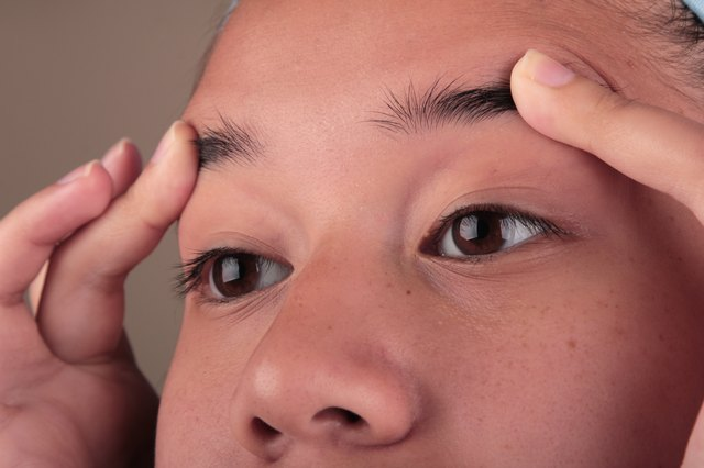 Is It Possible to Grow Your Eyebrows Thicker With Castor ...