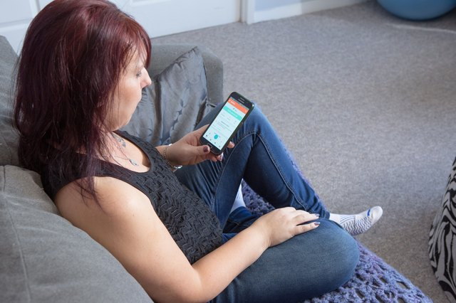 Mindy used LIVESTRONG.COM's MyPlate app to count calories.