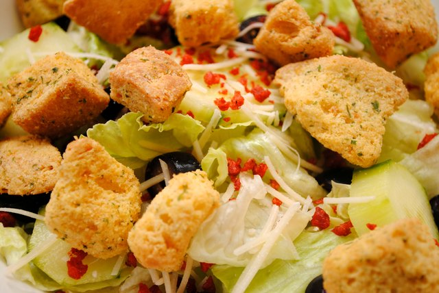 The Best and Worst Choices at a Salad Bar | LIVESTRONG.COM