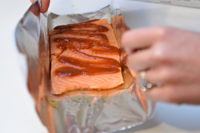 How to cook salmon on the grill in foil livestrong step 5 ccuart Gallery