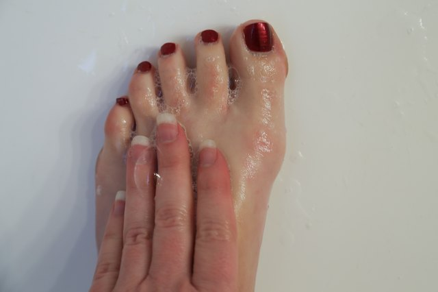 How To Use Tea Soaking For Foot Odor Livestrong Com