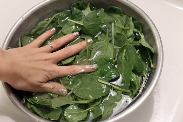 How to cook fresh spinach the healthy way livestrong com for Cocinar espinacas