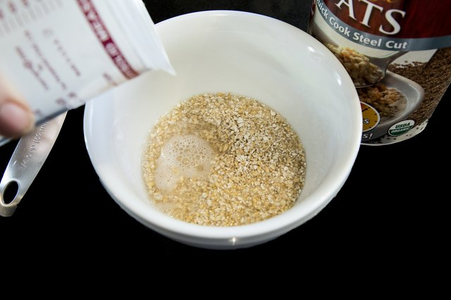 How to Cook Steel Cut Oats in the Microwave | LIVESTRONG.COM