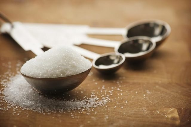 A heaping tablespoon of granulated erythritol.