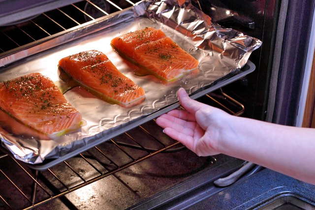 how to bake salmon in the oven per the pound livestrong com. Black Bedroom Furniture Sets. Home Design Ideas