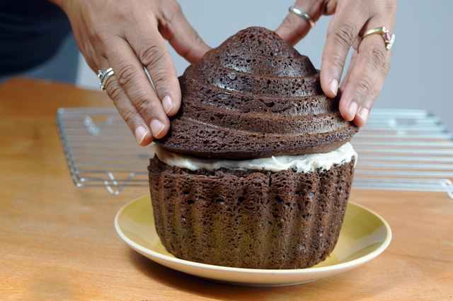 How To Bake A Giant Cupcake With Silicone Bakeware Livestrong