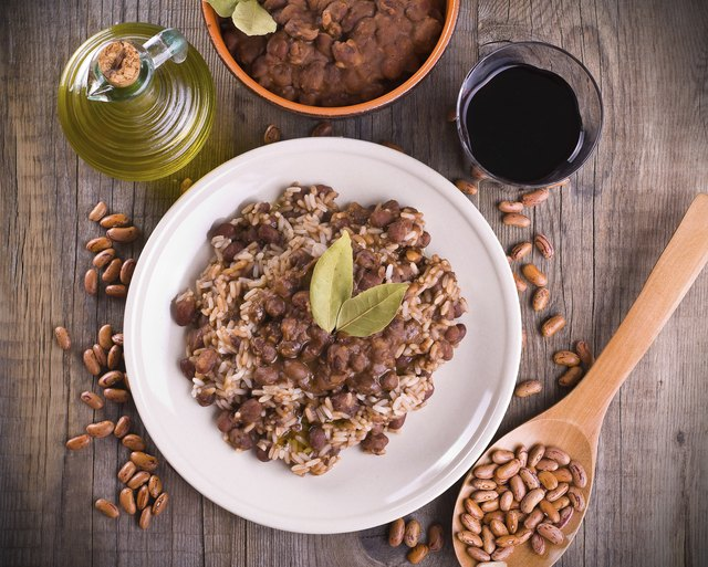A half cup of pinto beans contains 122 calories.
