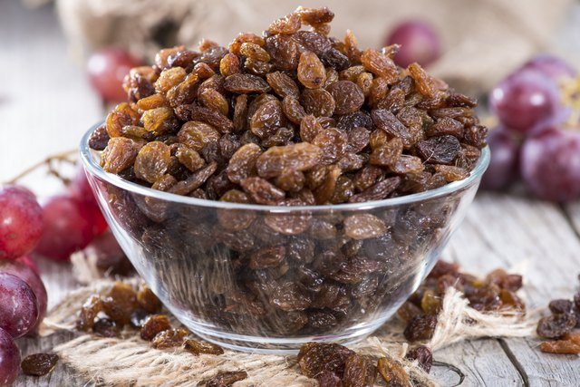 bowl of dried raisins