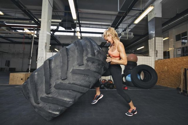 CrossFit workouts have elements of endurance and strength exercise.