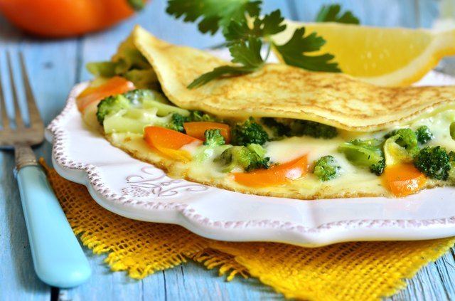 Omelet with fruit
