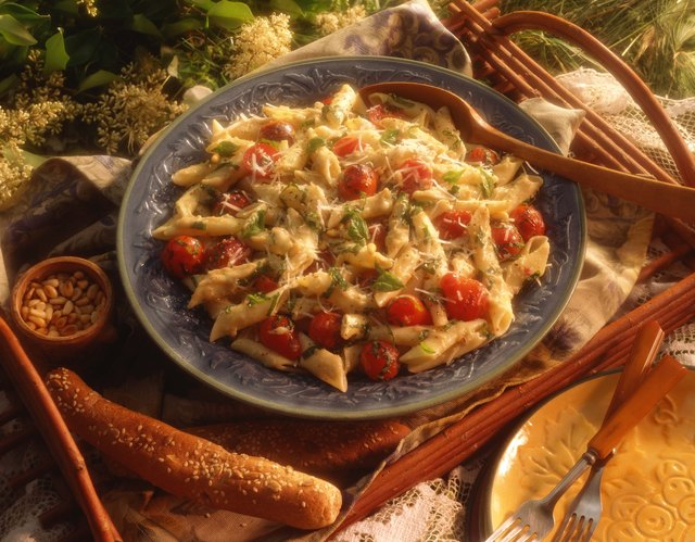 Pastas mixed with vegetables are good dinner ideas.
