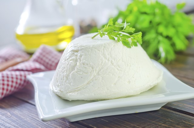 A plate of ricotta cheese.