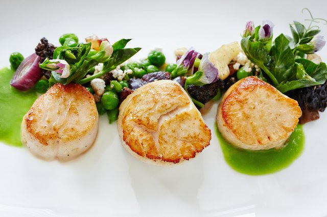 Eat a low glycemic dinner of green vegetables and a lean protein, such as scallops.