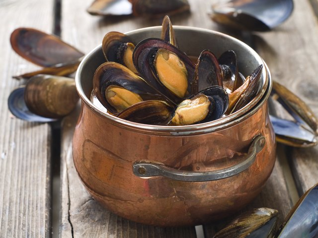 Cooked mussels in copper pot