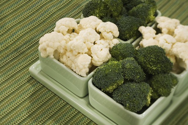 A serving of steamed chicken and broccoli  provides 11.5 milligrams of niacin and 81.2 milligrams of vitamin C.