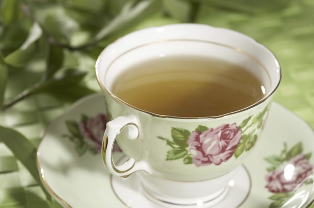 Adding cream to your green tea can cancel out any fat-burning benefits.