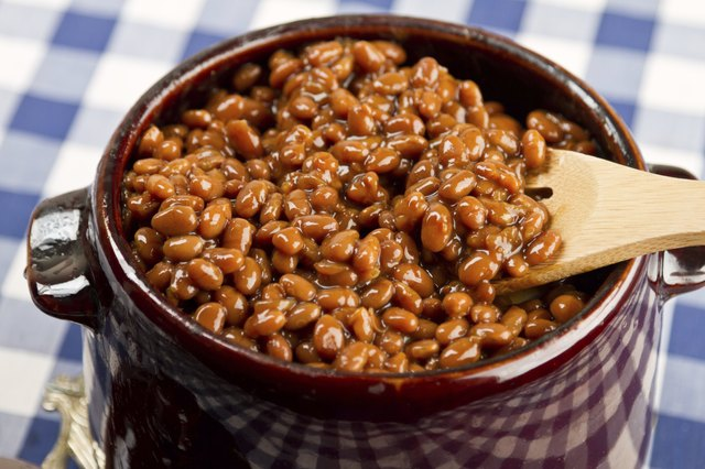 a pot of baked beans