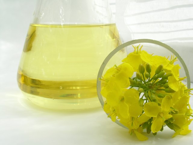Canola and soybean oil also contain vitamin K.