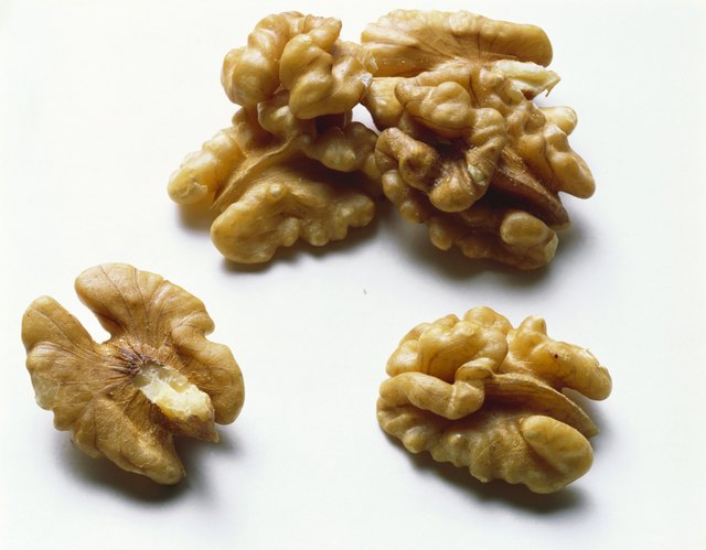 Walnuts are allowed on this diet plan.