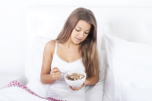 A bedtime snack will keep your blood glucose level constant while you sleep.
