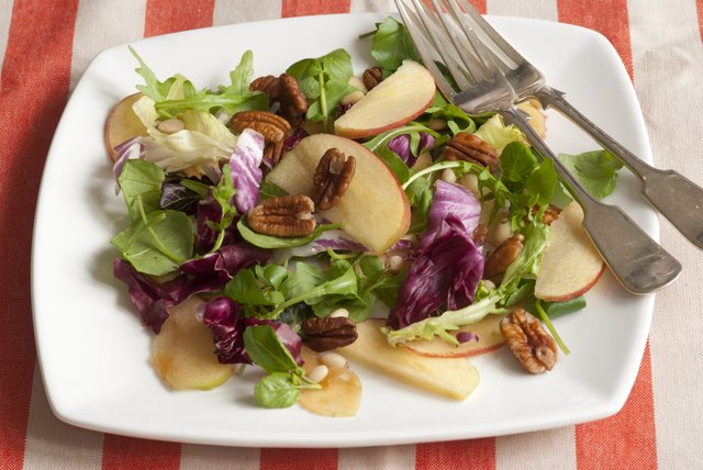 Salad with nuts and apples