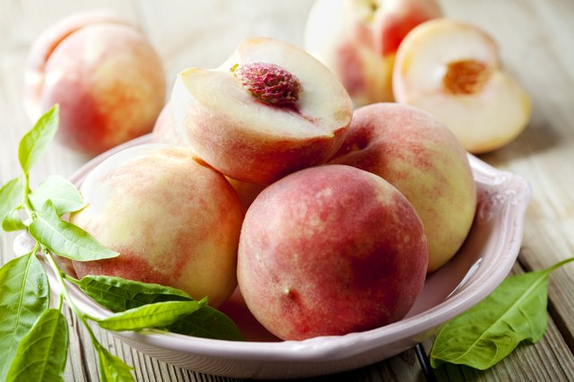 there are 3 grams of soluble fiber in a peach