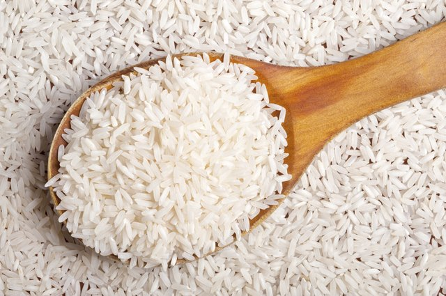 A diet rich in rice and fruit, without fat and cholesterol, reduces cholesterol.
