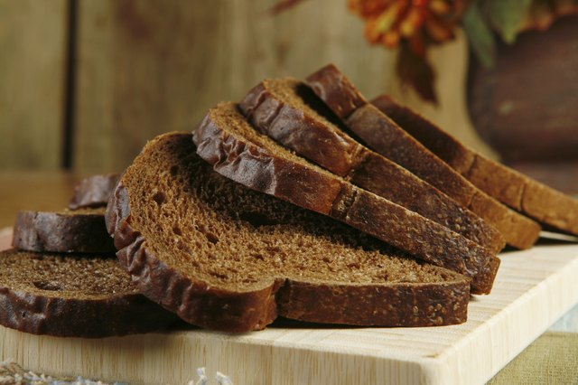 sliced pumpernickel bread