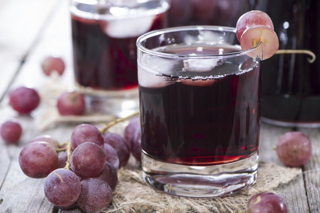 Concord Grape Juice with grapes