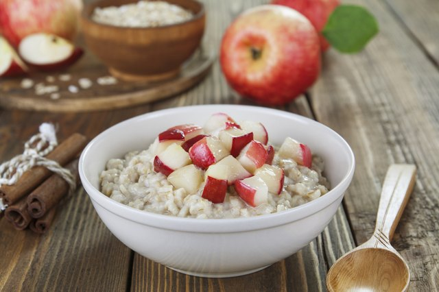 Oatmeal with fresh apples