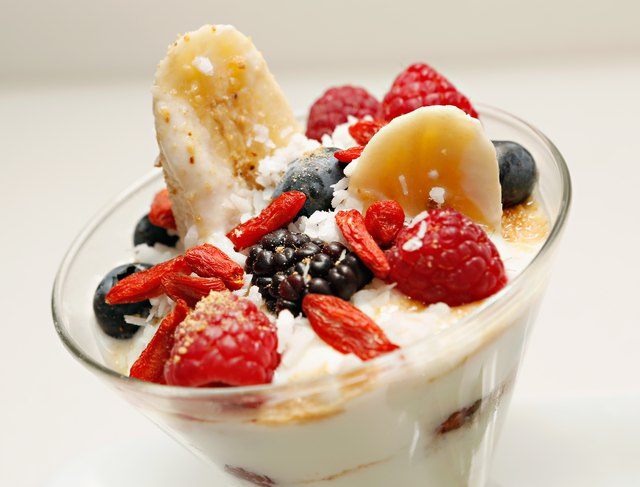 Banana yogurt split