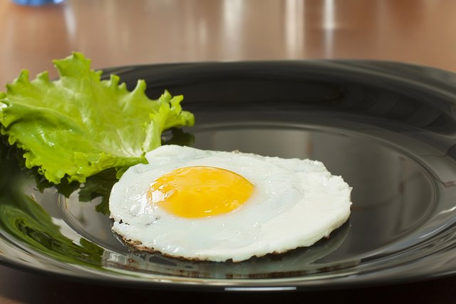 plate with single cooked egg