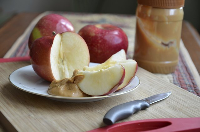 Apple slices and peanut butter