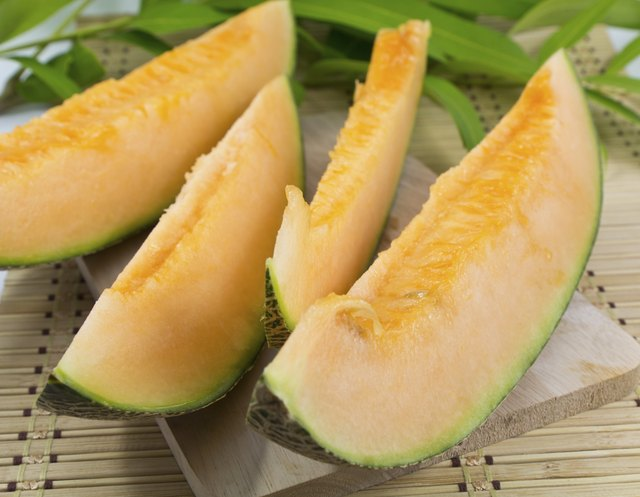 cantaloupe is among the fruits that can irritate an inflamed bladder