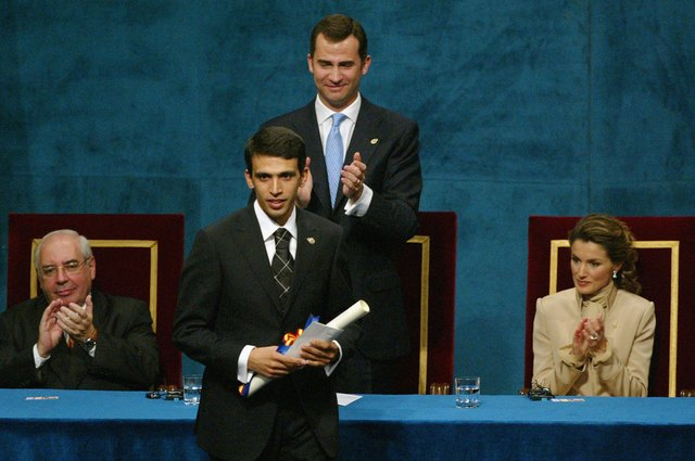 Hicham El Guerrouj receives award from Crown Prince Felipe and Princess Letizia of Spain