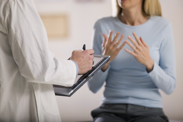 Woman explaining her symptoms to a doctor.