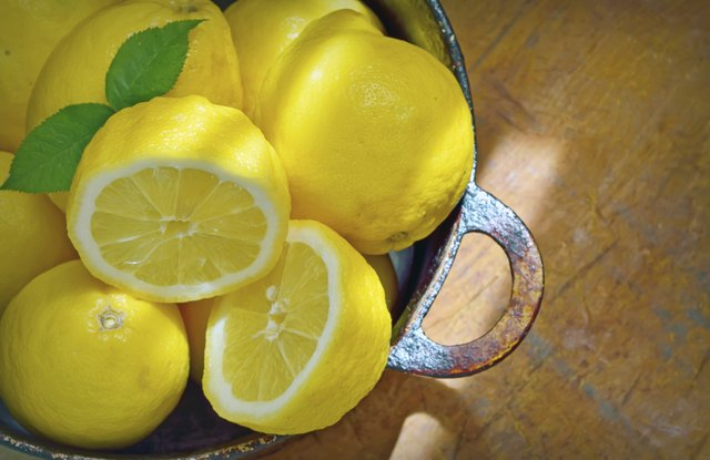 bowl of sliced lemons